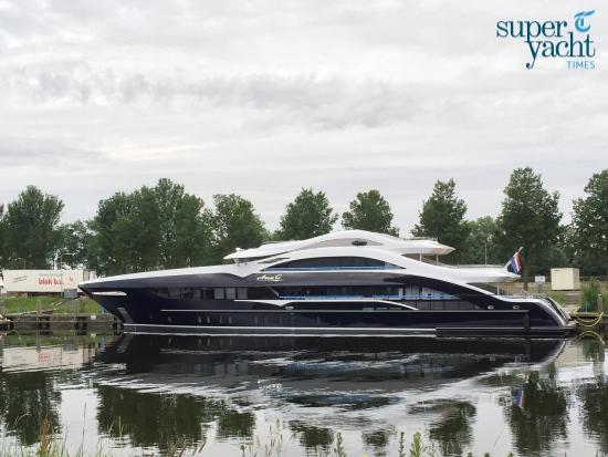 Superyacht Times Heeesen Ann-G-03 Seal Yacht Agents