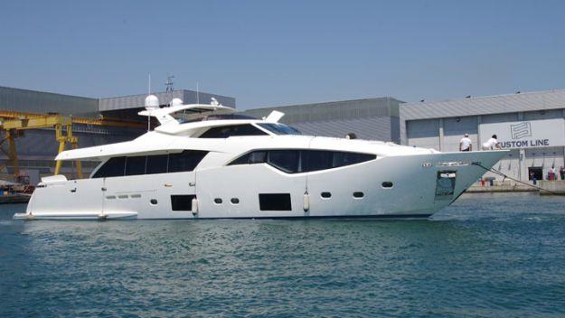 Ferretti Yachts Custom Line 108