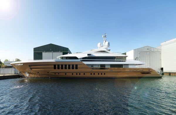 Heesen_Yachts_Azamanta_profile_x600