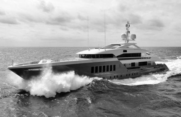 Heesen_Yachts_Azamanta_sea_trial_x600