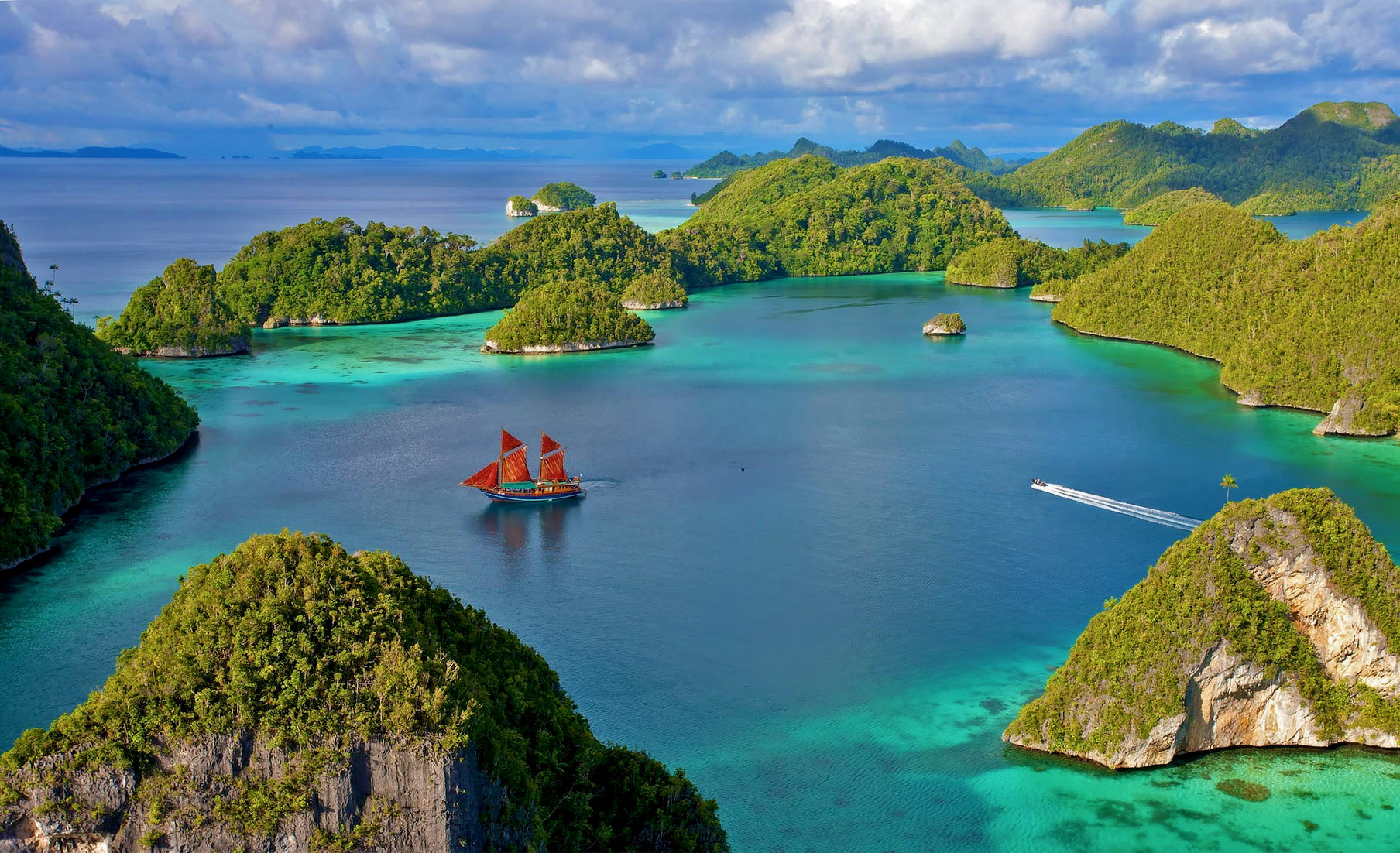 Raja Ampat via Seal Superyachts Indonesia.